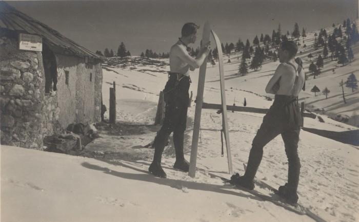Muzejska vitrina Josip Kunaver – izbor iz zbirke Kabineta slovenske fotografije