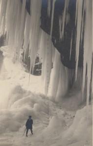 Zamrznjeni slap Peričnik v Vratih