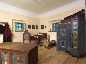 Javno vodstvo po občasni razstavi Poslikano kmečko pohištvo na Gorenjskem @ Gorenjski muzej - grad Khislstein | Kranj | Slovenija
