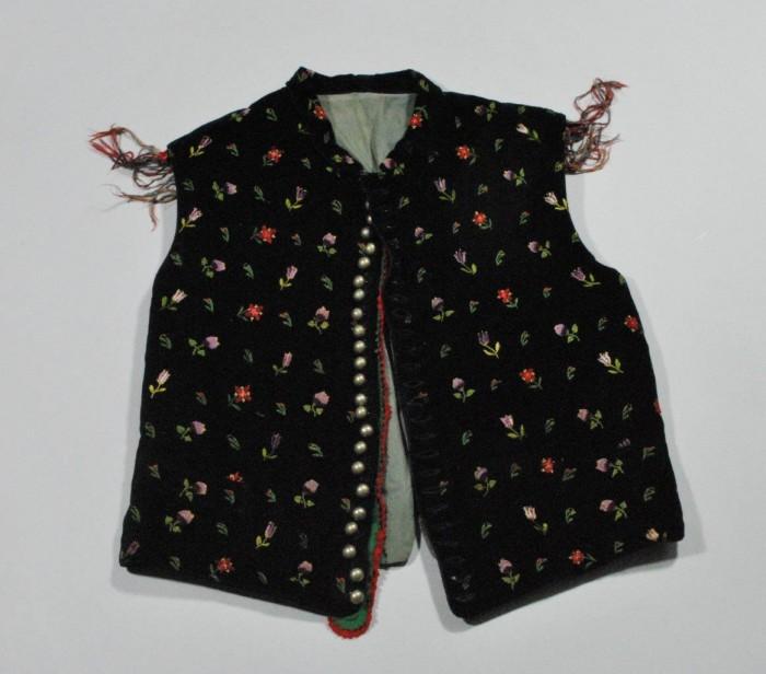 Predstavitev kataloga Obleka, ki je naredila človeka – katalog sto in več let starih oblačil iz etnološke zbirke Gorenjskega muzeja