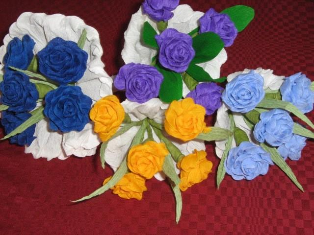 Muzejska delavnica z Muzejčico – Cvetje iz krep papirja