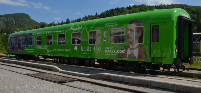 Ogled razstave v vagonu avtovlaka Inženir Maks Klodič – ustvarjalec novih poti
