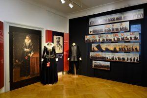 Muzejski večer Marta Frelih: Oblačilna kultura v času Janeza Khisla @ Ullrichova hiša