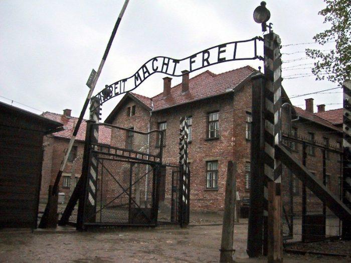 Predavanje Judovska identiteta, njihove preganjanje in holokavst